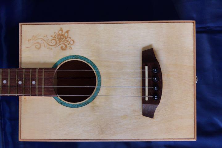 シガーボックス ギター タイプ エレアコ トルコ製 レア_画像8