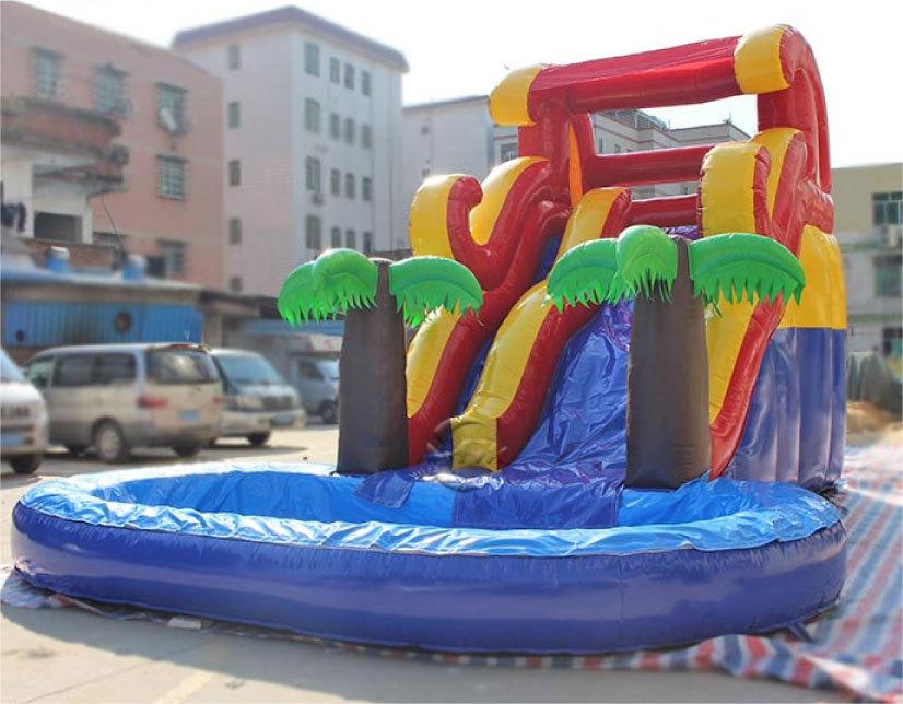 滑り台とプールがセット!夏は水、その他の時期はボールプールになります。_画像1