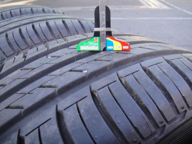各タイヤ、センターで6~6.5mmです。
