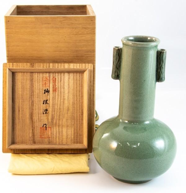 韓国 人間文化財 柳海剛(柳根瀅) 作 青瓷象嵌耳付花瓶 共箱 花器 茶道 華道 作家拍卖