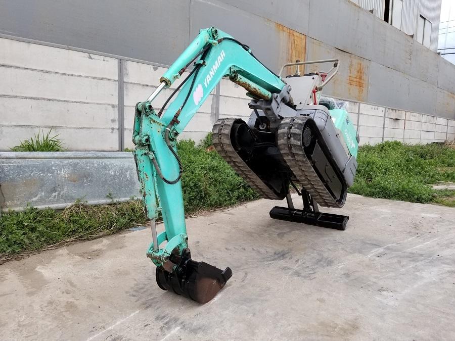 売切り 油圧ショベル ミニユンボ YANMAR B08 Scoppy ヤンマー 0.8トン ゴムキャタ 排土板 3気筒ディーゼルエンジン 椅子新品_画像3