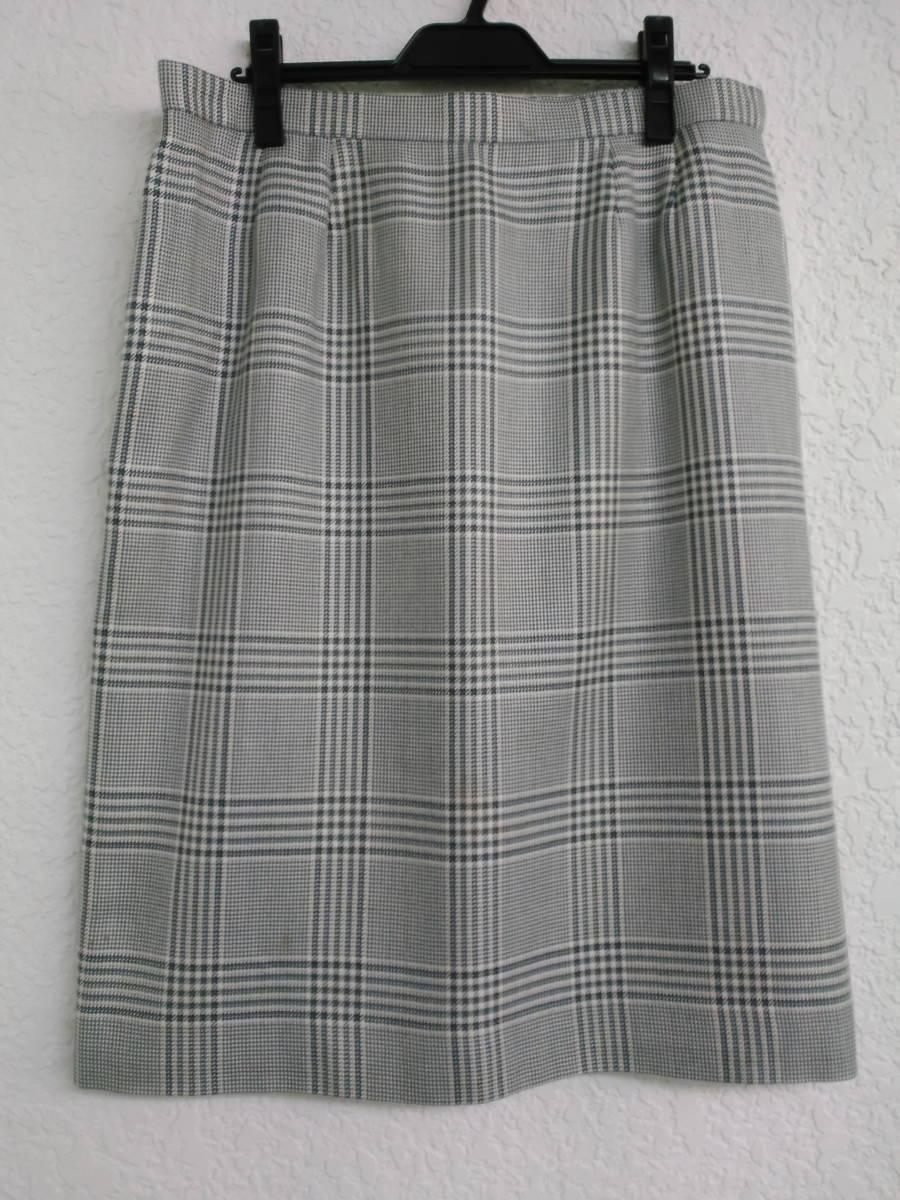 本物・中古品 バーバリー レディース用 スーツ 大きいサイズ 約LL寸 サックスグレーのチェック柄 ウール&シルク素材_画像8