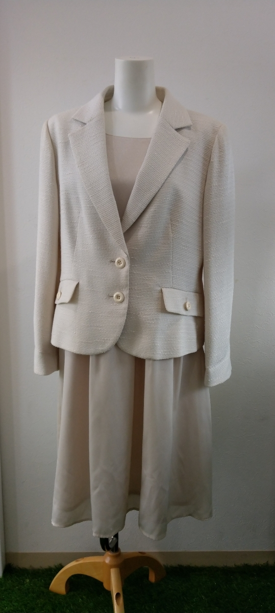 美品 KRONE クローネ レディーススーツ アンサンブル ホワイト 17号 大きいサイズ 結婚式 入学式 卒業式 結婚式_画像1