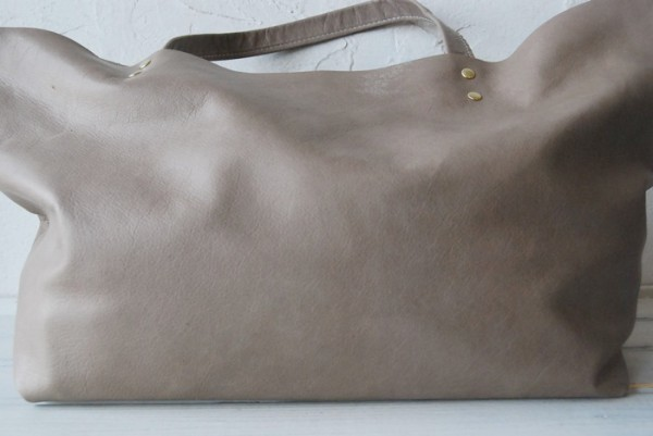 贅沢 とても軽量 クチャ 肩掛け 本革鞄 ハンドメイドバッグ レザー 国産_画像2