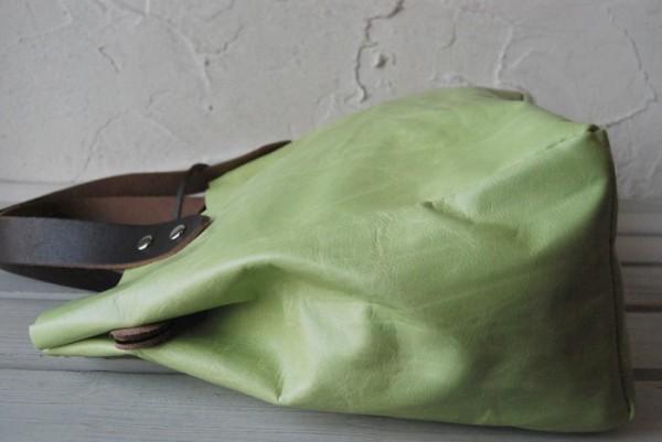 とても軽量 クシャ シンプル 革 ハンドメイドバッグ お取り置き可_画像4
