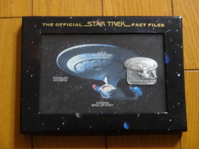 ☆ THE OFFICIAL STAR TREK FACT FILES スタートレック TNG エンタープライズ号 NCC-1701Dピンバッチ ☆ 未使用 箱付き_画像1
