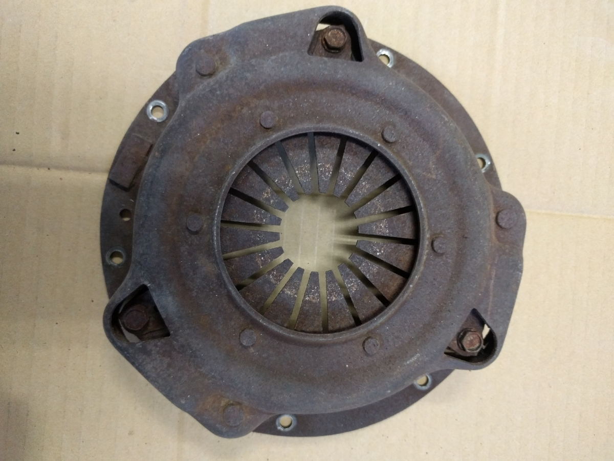 ダットサン サニーB10 インテークマニホールド ファン ハンドル 燃料ポンプ クラッチディスク クラッチカバー ジャンク _画像5