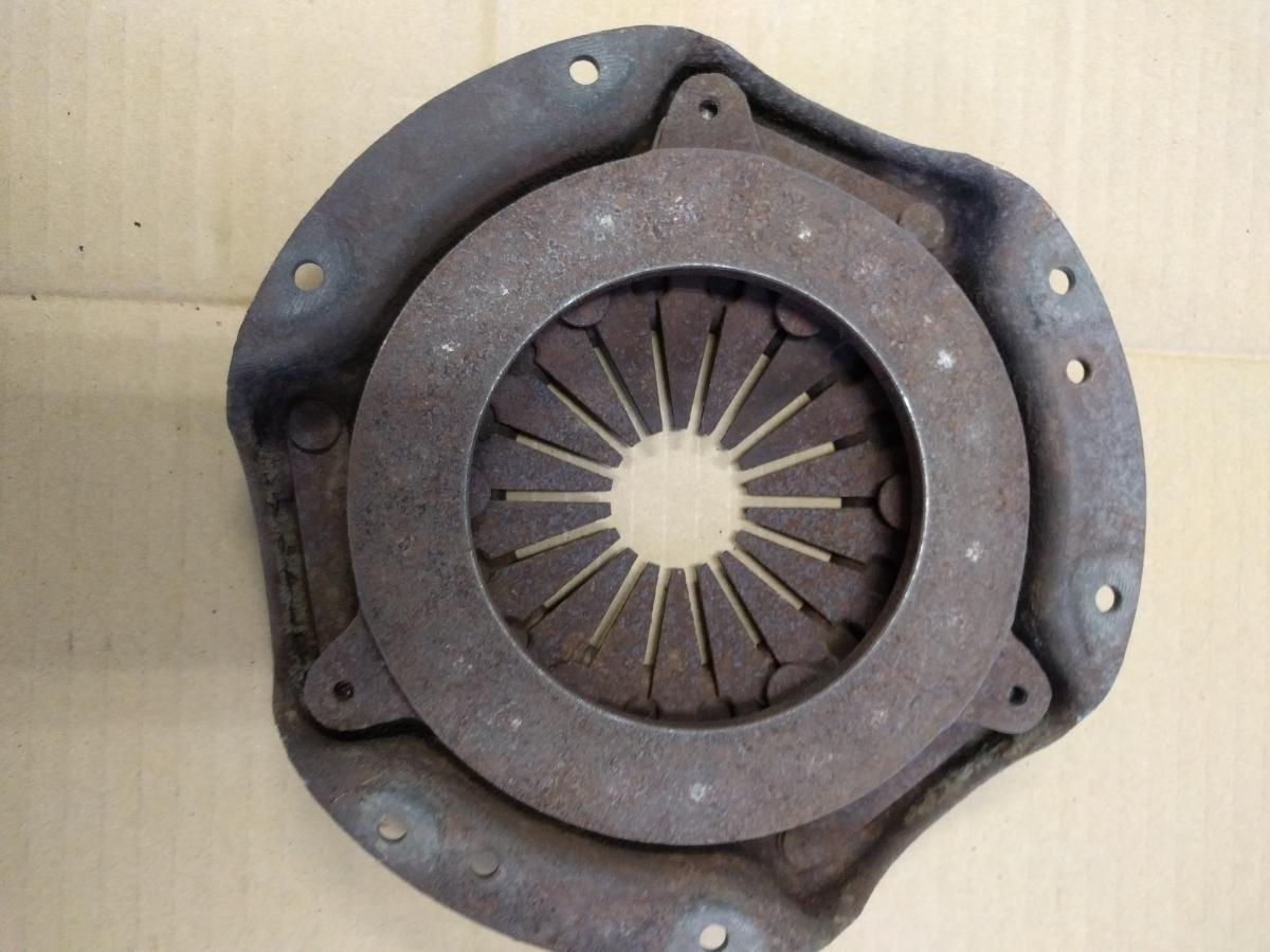 ダットサン サニーB10 インテークマニホールド ファン ハンドル 燃料ポンプ クラッチディスク クラッチカバー ジャンク _画像8
