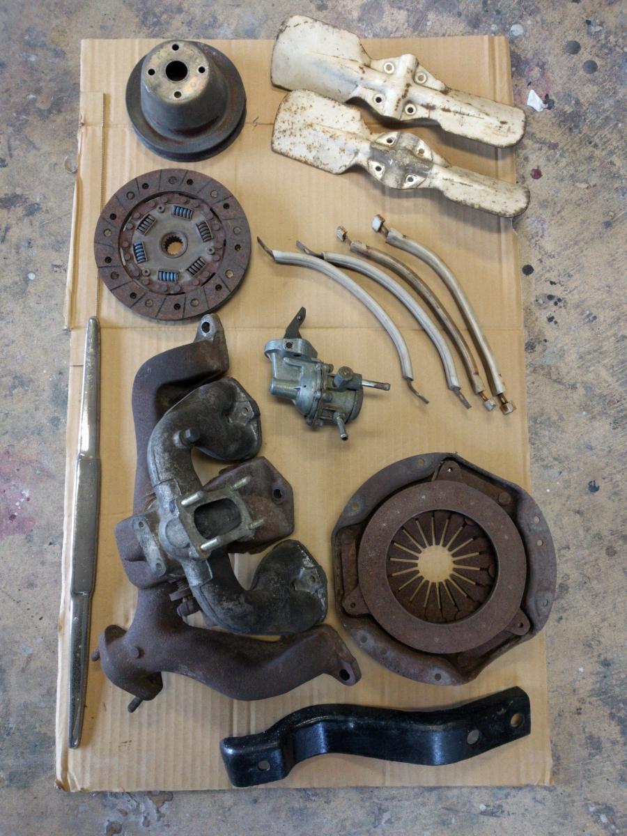 ダットサン サニーB10 インテークマニホールド ファン ハンドル 燃料ポンプ クラッチディスク クラッチカバー ジャンク