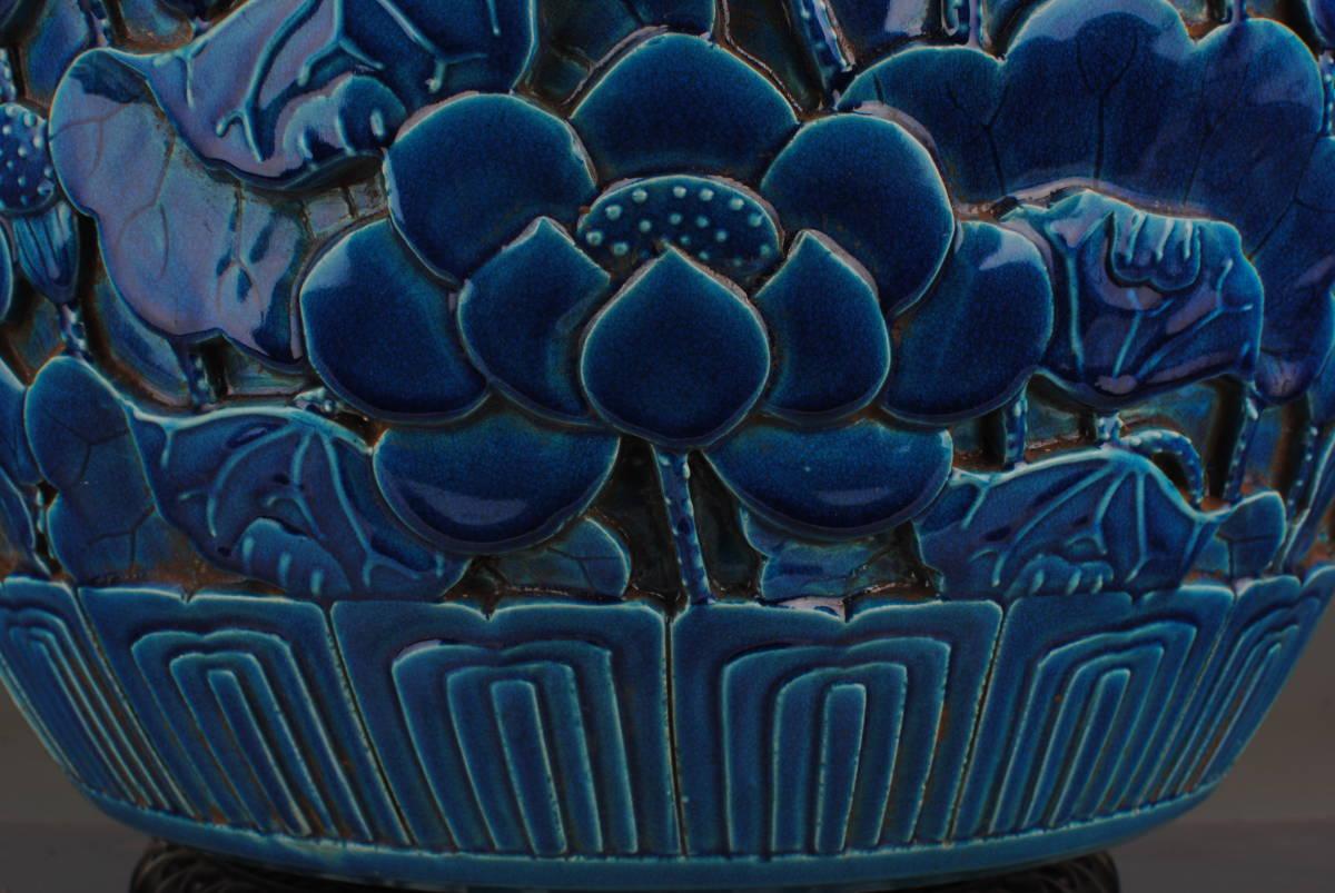 【1901ZJS1414】中国古董品 清時代 祭藍釉【荷花紋】畫缸 書道道具 文房用具 擺件 手彫 古皿 置物 中國古美術 時代唐物 古董品 古玩 收藏品_画像6
