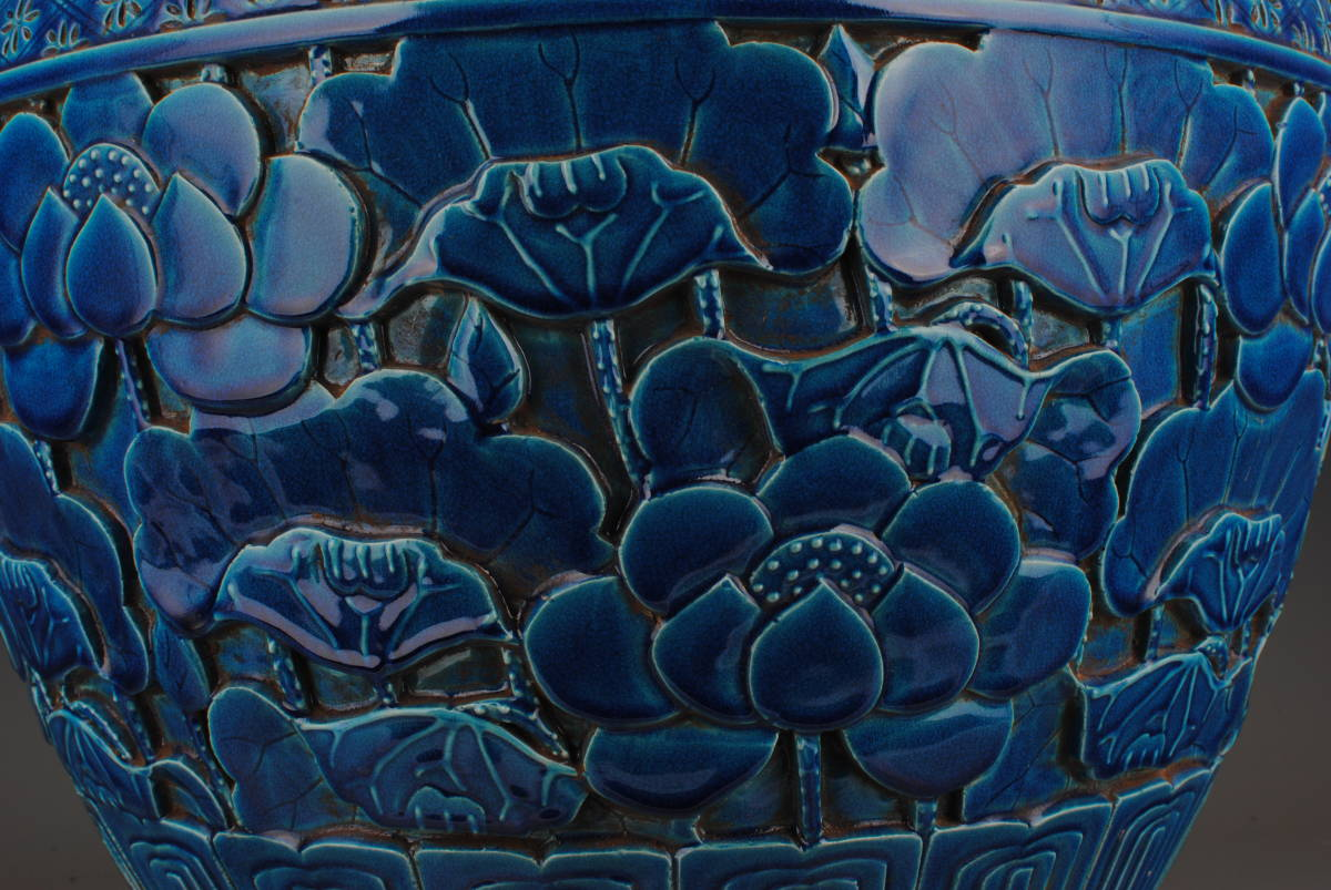 【1901ZJS1414】中国古董品 清時代 祭藍釉【荷花紋】畫缸 書道道具 文房用具 擺件 手彫 古皿 置物 中國古美術 時代唐物 古董品 古玩 收藏品_画像7