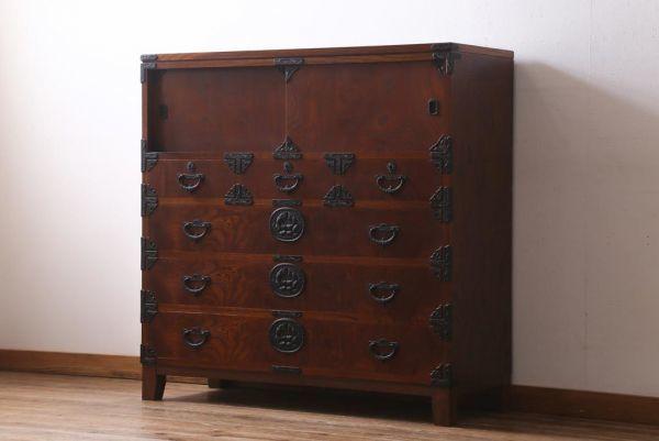 R-039224 リメイク家具 岩谷堂箪笥 脚付きリメイク 重厚で品の良い金具の整理箪笥(戸棚、チェスト、引き出し、和タンス)(R-039224)_画像1