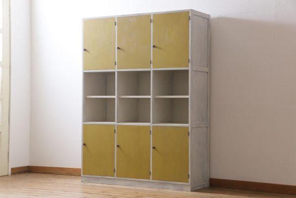 R-032617 リメイク家具 アンティーク風のペイントがシャビーな雰囲気醸し出す収納棚(戸棚、陳列棚)_画像1