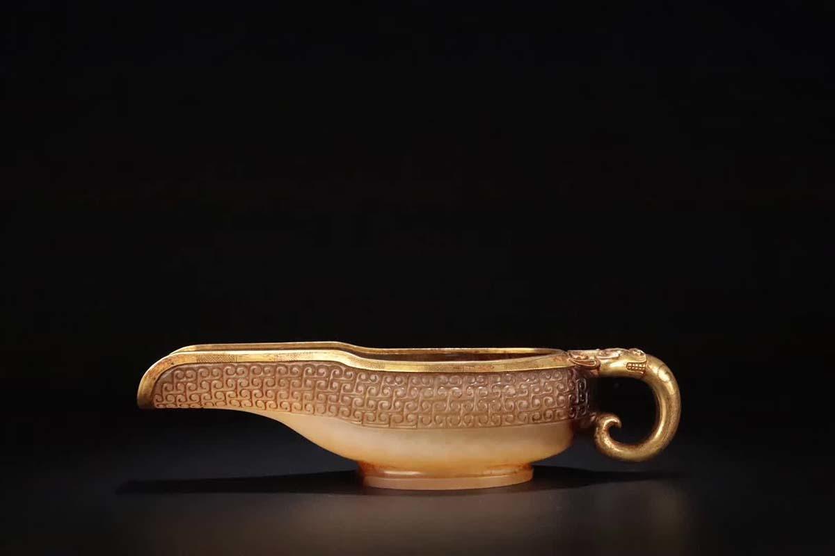★古寶堂★蒐集【B】『漢時代 和田玉金璃龍』中國古董品 賞物 置物 擺件 高さ5.5*22*7cm