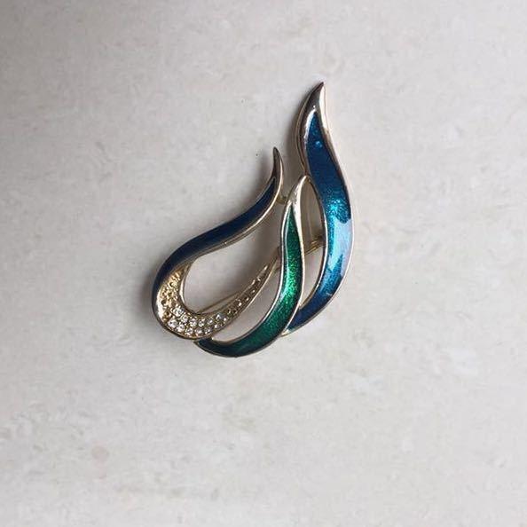 【美品】ブルー グリーン メタリック エナメル コールド ブローチ 青い炎 モチーフ ラインストーン_画像2
