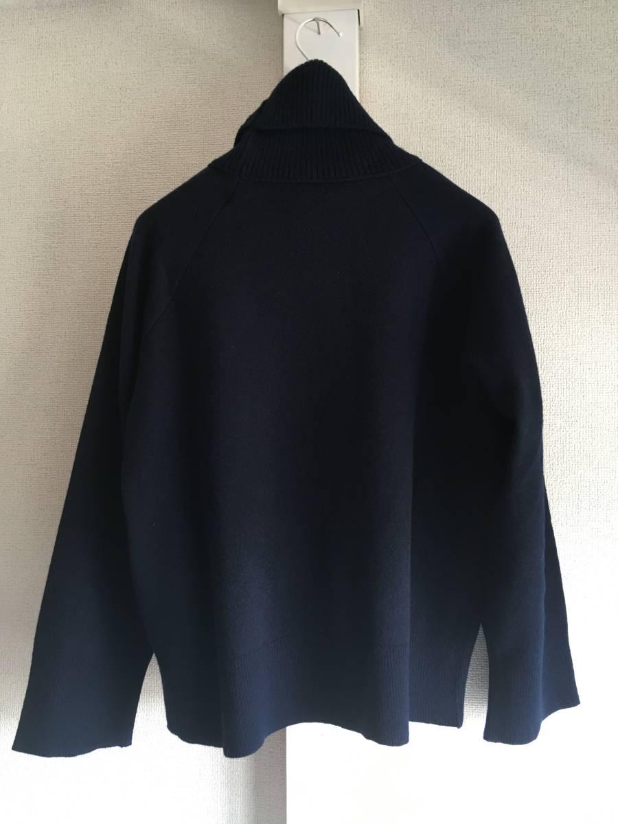 新品 本物 モンクレール ヴァージン ウール ハイネック ニット M ネイビー 紺 ブルー MONCLER セーター トップス ロゴ ワッペン 裏付き_画像2