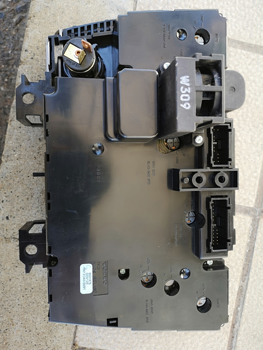 ボルボ V70 Ⅱ LA-SB5244  エアコンパネル 完動品_画像2