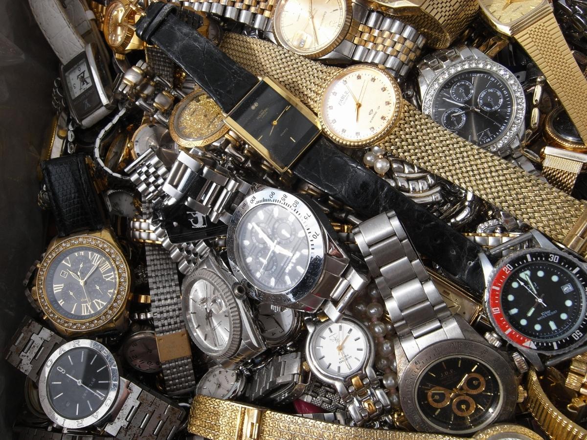 古い腕時計 大量 まとめて 320本以上 SEIKO CITIZEN 舶来など 色々 ジャンク扱い_画像2