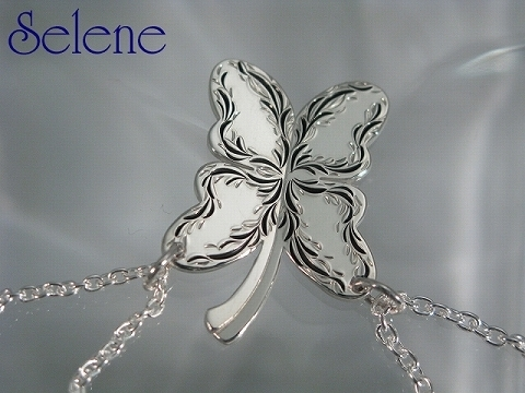 四つ葉のクローバーは・・・蝶に!バタフライシルバーペアペンダント*雑誌掲載*オリジナル手作り_ひとつひとつハンドメイドで制作しています
