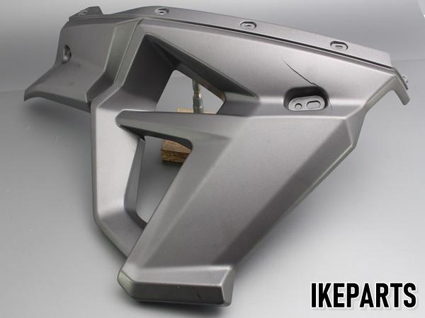 トライアンフ TRIUMPH タイガー800XC TIGER 純正 サイドカウル サイドカバー 片側 割れ有 「2306675」 A203J0346_画像1
