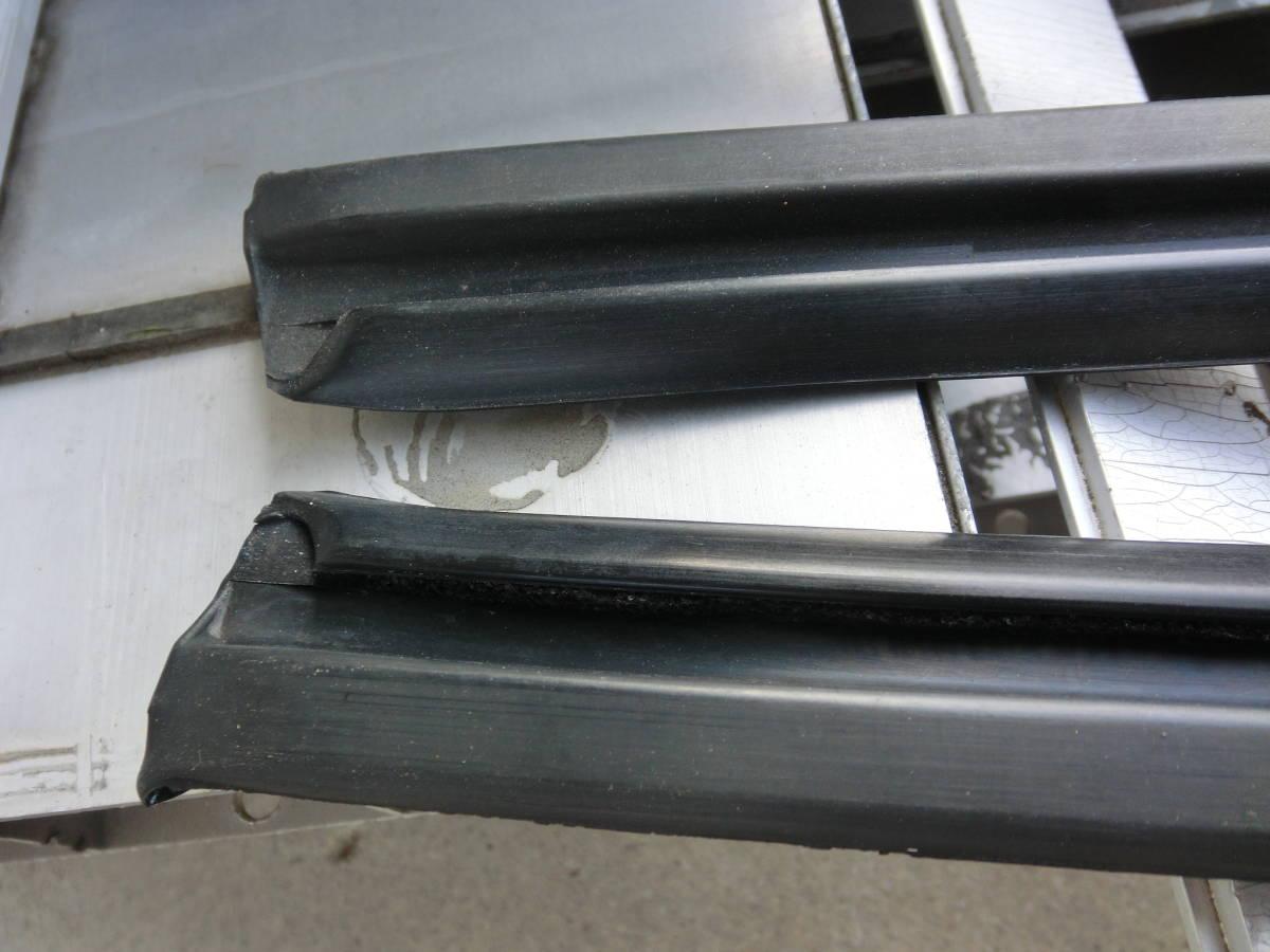 日産 ガラスモール ガラスゴム ガラスラン 230、330、430、ケンメリ、ハコスカ、ローレル、セドリック、グロリア 左右セット 新品_画像2