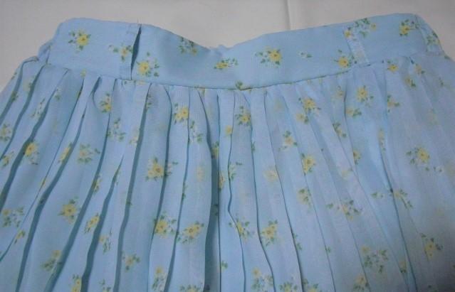 ゆうパック(おてがる版)送料込・COLZA コルザ 花柄プリーツミニスカート・サイズM・USEDです_画像2