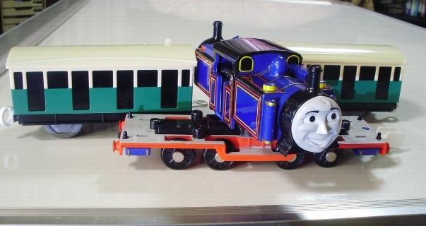 プラレール トーマス ◇ マイティマック  ◇ オリジナル客車2両付き(美品) _画像4