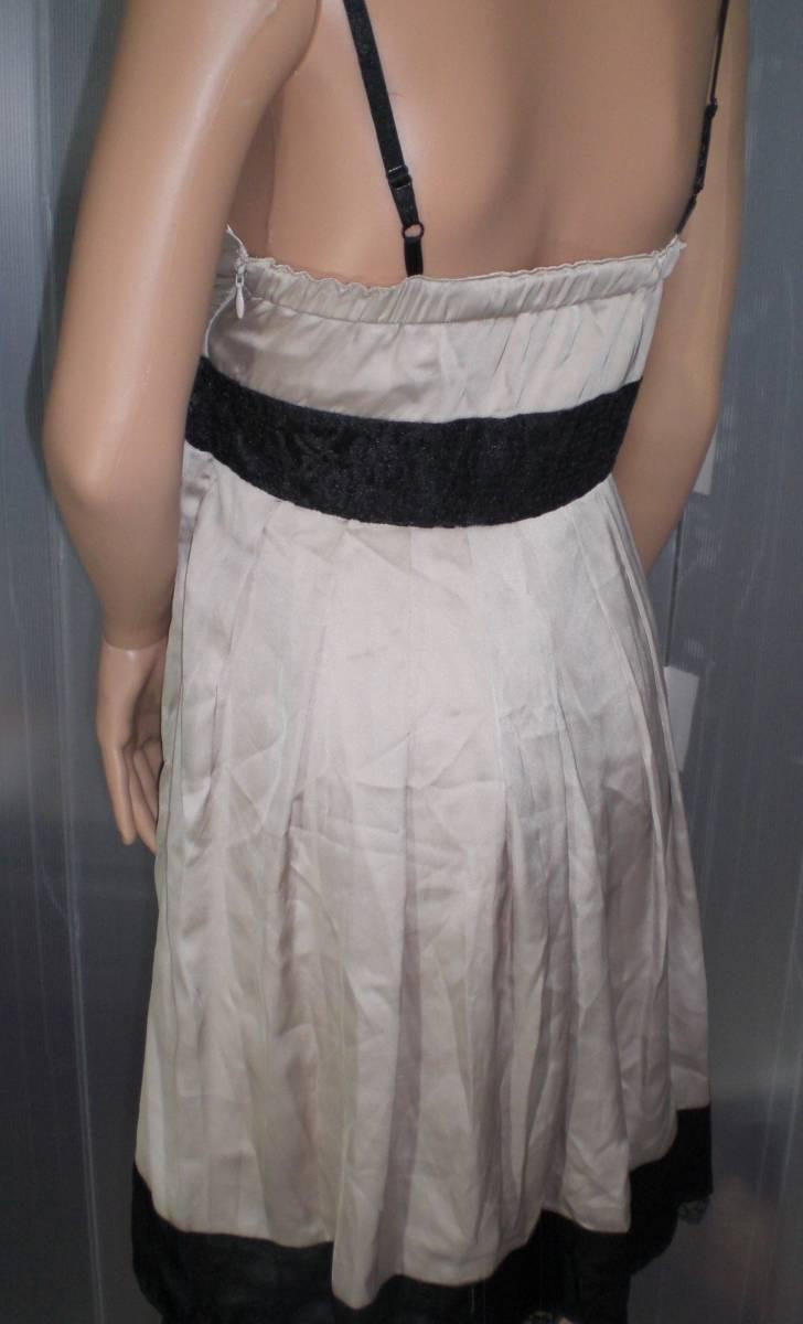 ca9900a67cd7a つるつるサテンシャンパンゴールドドレス ウエストの黒リボンが可愛い ...