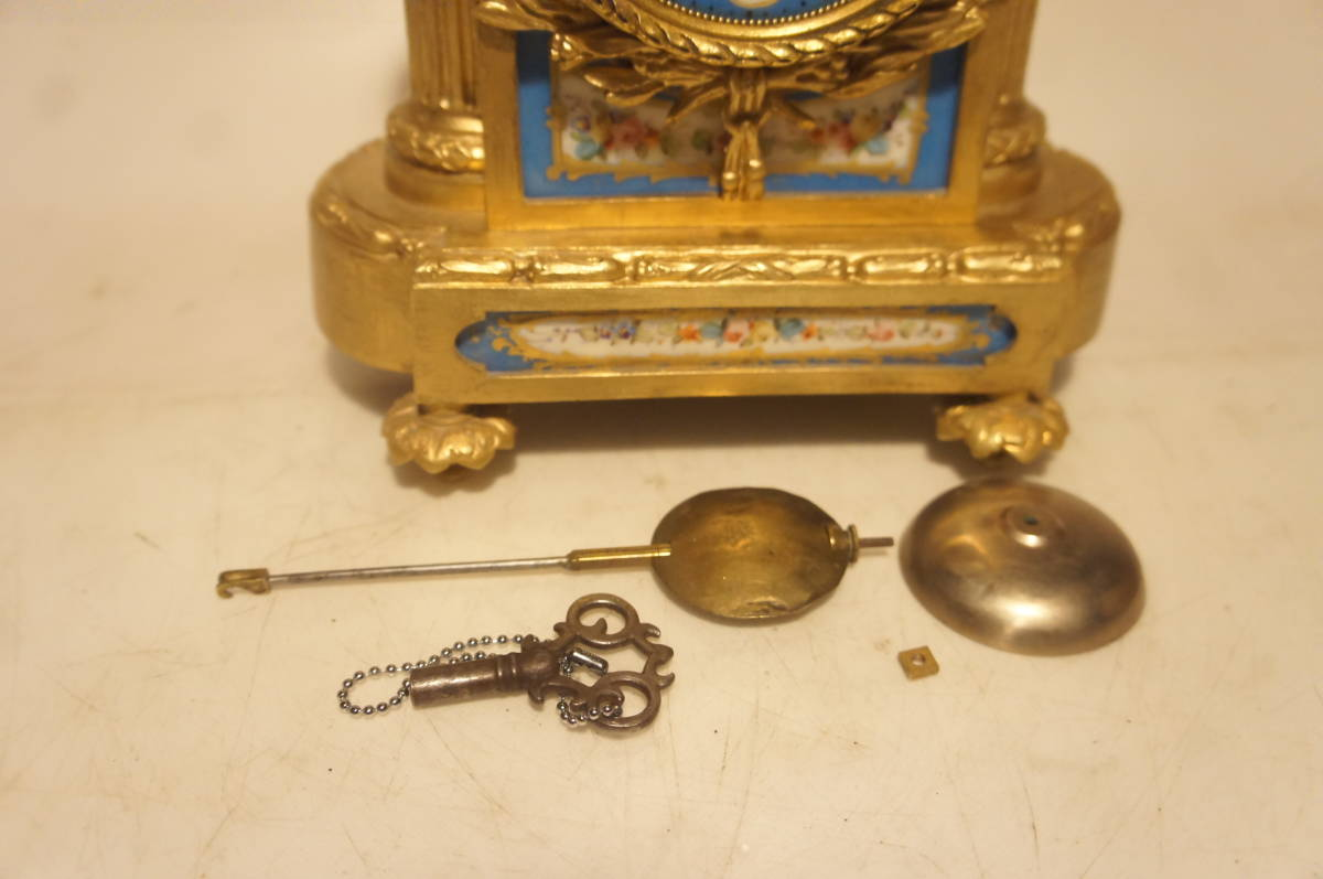フランス製 ジャッピー 1880年代 手書きオールドセーブル磁器 総オルモルブロンズ装飾  時打ち置き時計  振り子式 手巻き可動品_画像10