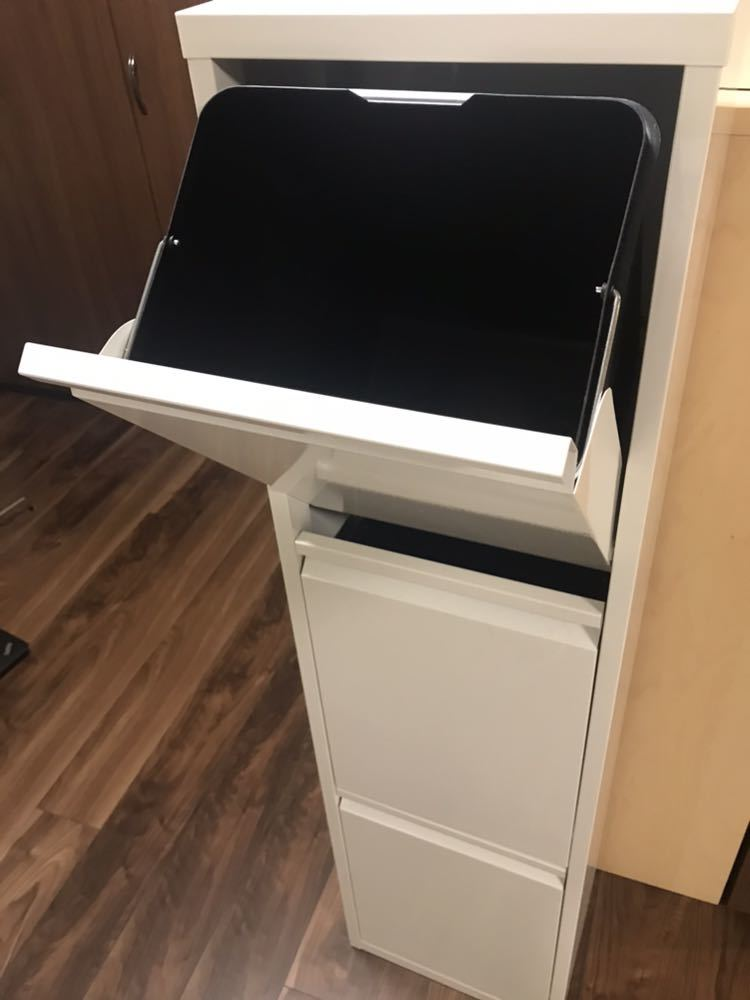 美品☆スチール製 フラップ式 ダスト ボックス (3分別) ゴミ箱 おしゃれスタイリッシュ 棚式チェスト ホワイト 白_画像2