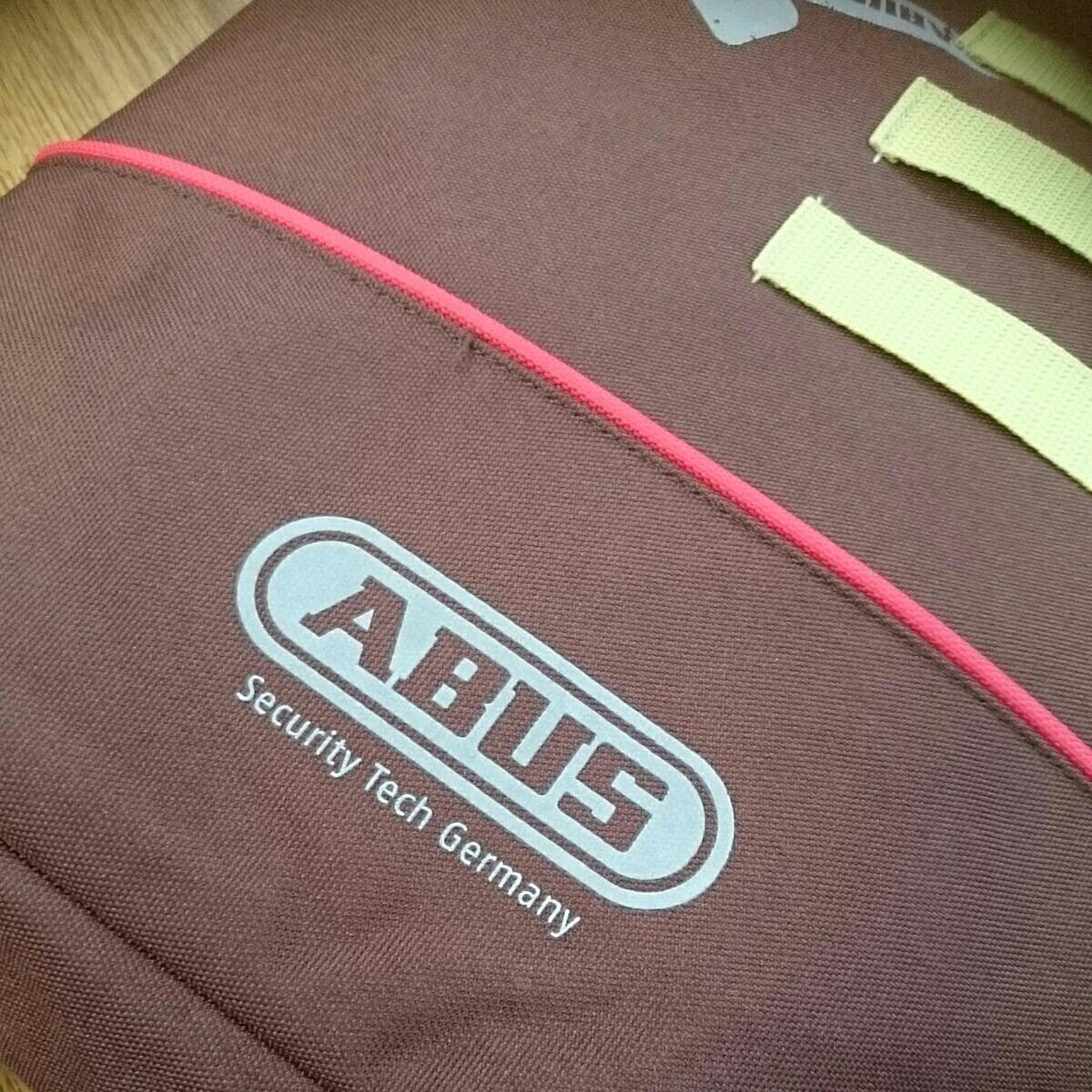 ABUS メッセンジャーバッグ 未使用品 防水 雨の日も問題なし 日焼け少しあります。_画像2