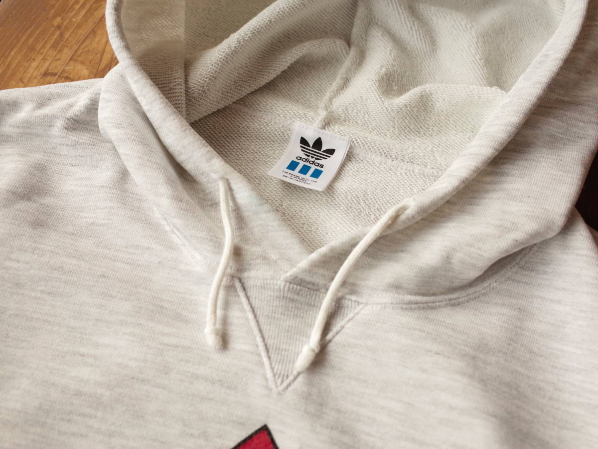 【美品】 90's adidas デサント製 霜降りグレー フーディ パーカー プルオーバー デカロゴ ポケット付き 春物 ビンテージ レア 希少品 ★_画像2