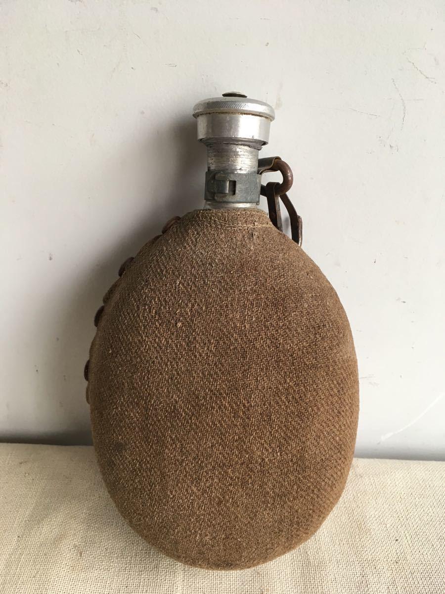 ウールカバー付の水筒 アルミジュラルミンスキットル古道具ビンテージアンティークインテリアインダストリアルシャビー工業系ディスプレイ_画像1