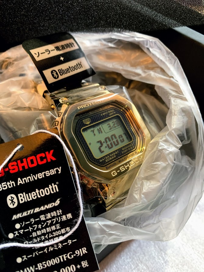 # 新品、未使用 CASIO G-SHOCK カシオ ジーショック 電波ソーラー 35周年記念モデル フルメタル オールゴールドGMW-B5000TFG-9JR限定品_画像5