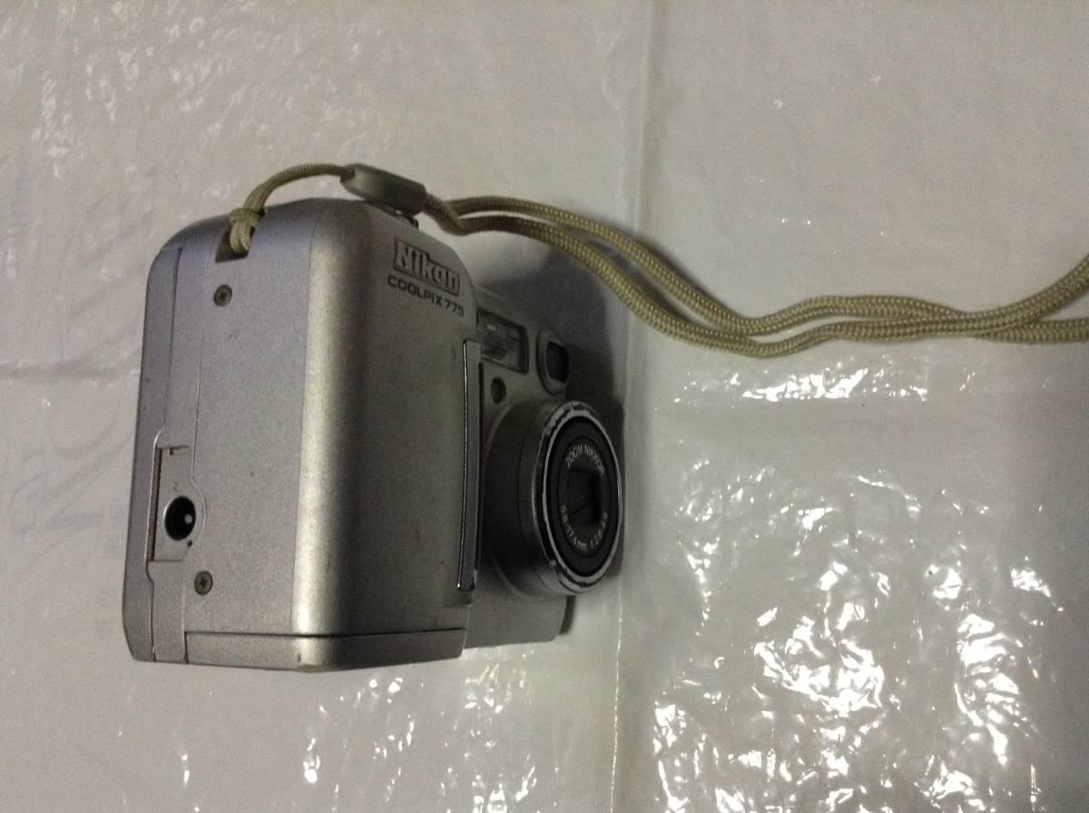 Nikon COOLPIX775 2.14メガピクセル 3倍光学ズーム(中古品)おまけ付き_右側面(DCコネクタカバー紛失)
