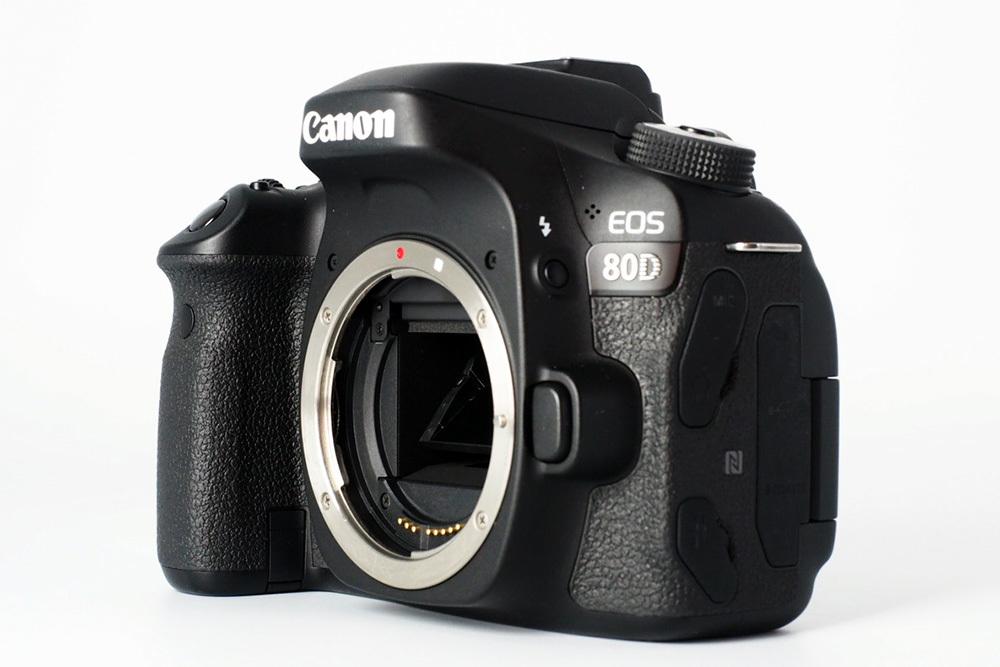 【S数4150回の極上品★完璧付属品プラス豪華セット】Canon キヤノン EOS 80D 標準 望遠 単焦点 トリプルレンズセット=SDカード付で即撮影可_画像3