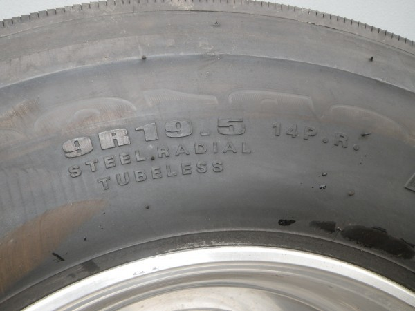 タイヤ付きアルミホイールセット 9R19.5  ダンロップ DUNLOP DECTES SP122 14PR 2016年製造  _画像8
