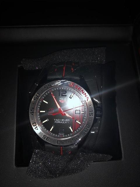 タグ・ホイヤー メンズ腕時計 フォーミュラー1アイルトン・セナエディション WAZ1014.FT8027 キタムラで購入2019年3月 新品未使用_画像4