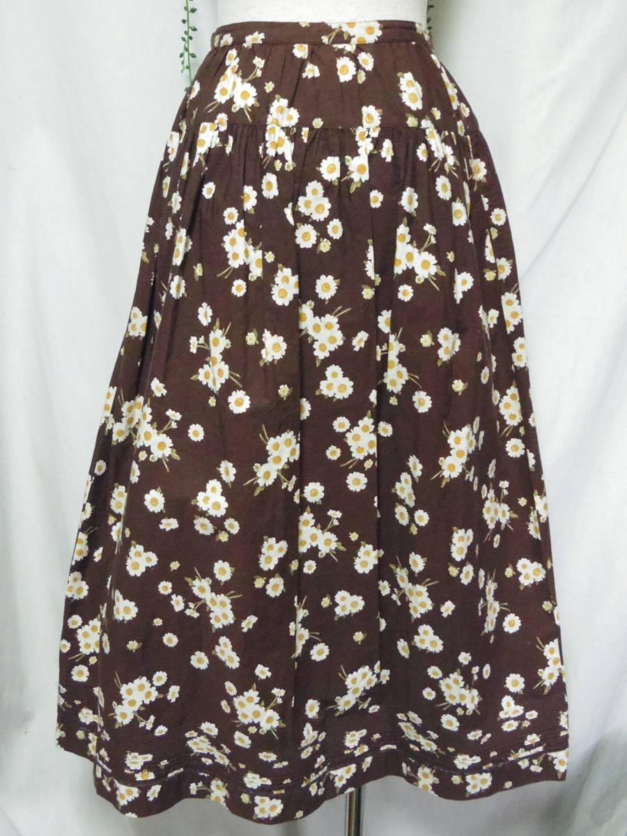 ピンクハウス PINKHOUSE  綿100% ブラウンベース 白い小花のプリント ロングフレアースカート 中古_画像4