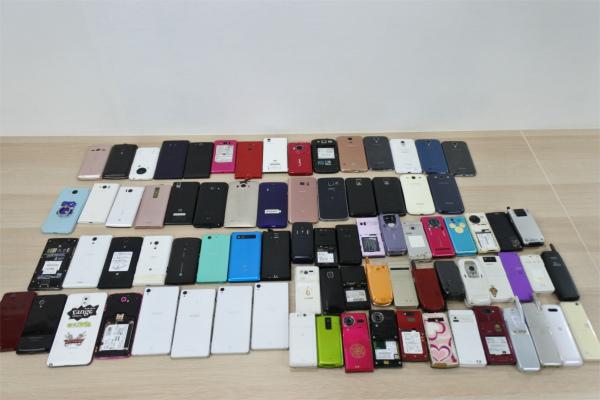 売切 ジャンク 80台 スマホ 携帯電話 ガラケー PHS docomo au SoftBank いろいろ まとめて まとめ売り 現状渡し 1円スタート_画像9