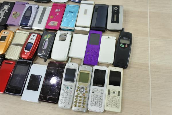 売切 ジャンク 80台 スマホ 携帯電話 ガラケー PHS docomo au SoftBank いろいろ まとめて まとめ売り 現状渡し 1円スタート_画像8