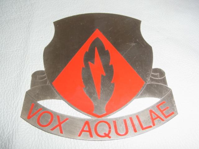 ■美品 希少 米軍放出品 1970~1980年代!『VOX AQUILAE』部隊章 金属製 看板 プレート 縦15.2cm 横13.3cm _画像1