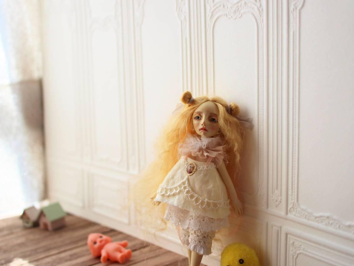 ★moloco dolls★ 小さなお人形 4月の女の子ドール No.1 BOX付き_画像4