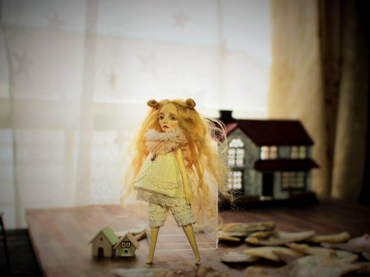 ★moloco dolls★ 小さなお人形 4月の女の子ドール No.1 BOX付き