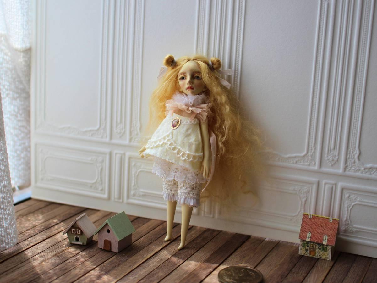 ★moloco dolls★ 小さなお人形 4月の女の子ドール No.1 BOX付き_画像6