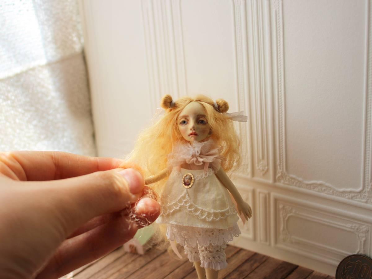 ★moloco dolls★ 小さなお人形 4月の女の子ドール No.1 BOX付き_画像3