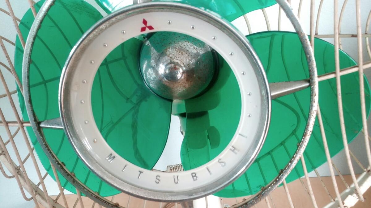三菱 扇風機 稼働品 昭和レトロ レトロ扇風機 MITSUBISHI アンティーク インテリア 三枚羽 グリーン 首振り コレクション_画像5