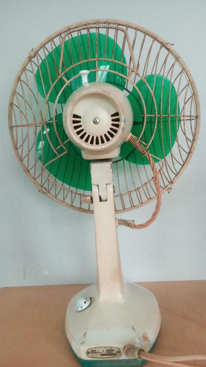 三菱 扇風機 稼働品 昭和レトロ レトロ扇風機 MITSUBISHI アンティーク インテリア 三枚羽 グリーン 首振り コレクション_画像2