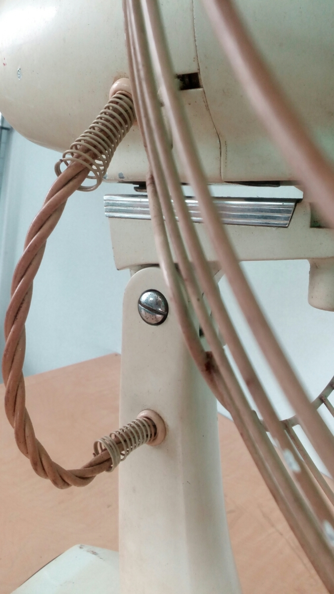 三菱 扇風機 稼働品 昭和レトロ レトロ扇風機 MITSUBISHI アンティーク インテリア 三枚羽 グリーン 首振り コレクション_画像7