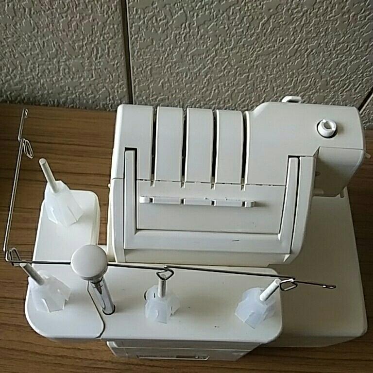 管理826 ★JUKI ジューキ ロックミシン 衣縫人 BL57 通電確認済 ジャンク品★★_画像8